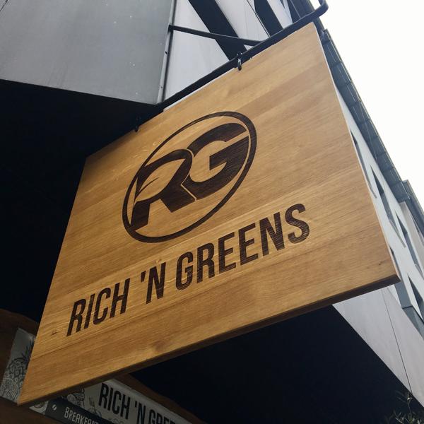 Rich`N Greens . Restaurant mit veganen Optionen
