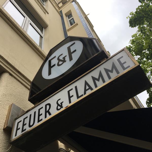 Feuer & Flamme . Flammkuchenmanufaktur mit veganen Optionen